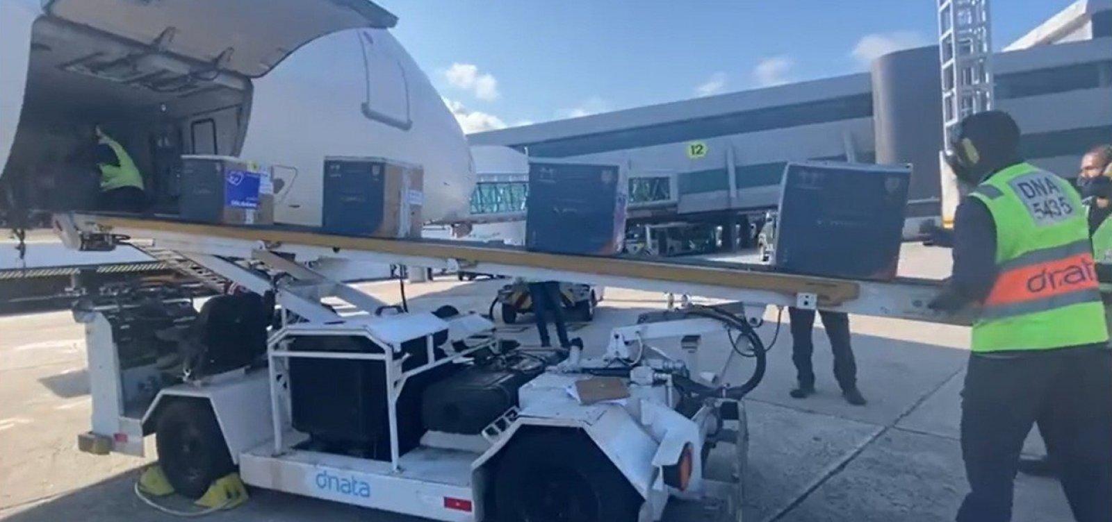 Nova remessa com 64 mil doses de vacina contra Covid-19 chega à Bahia
