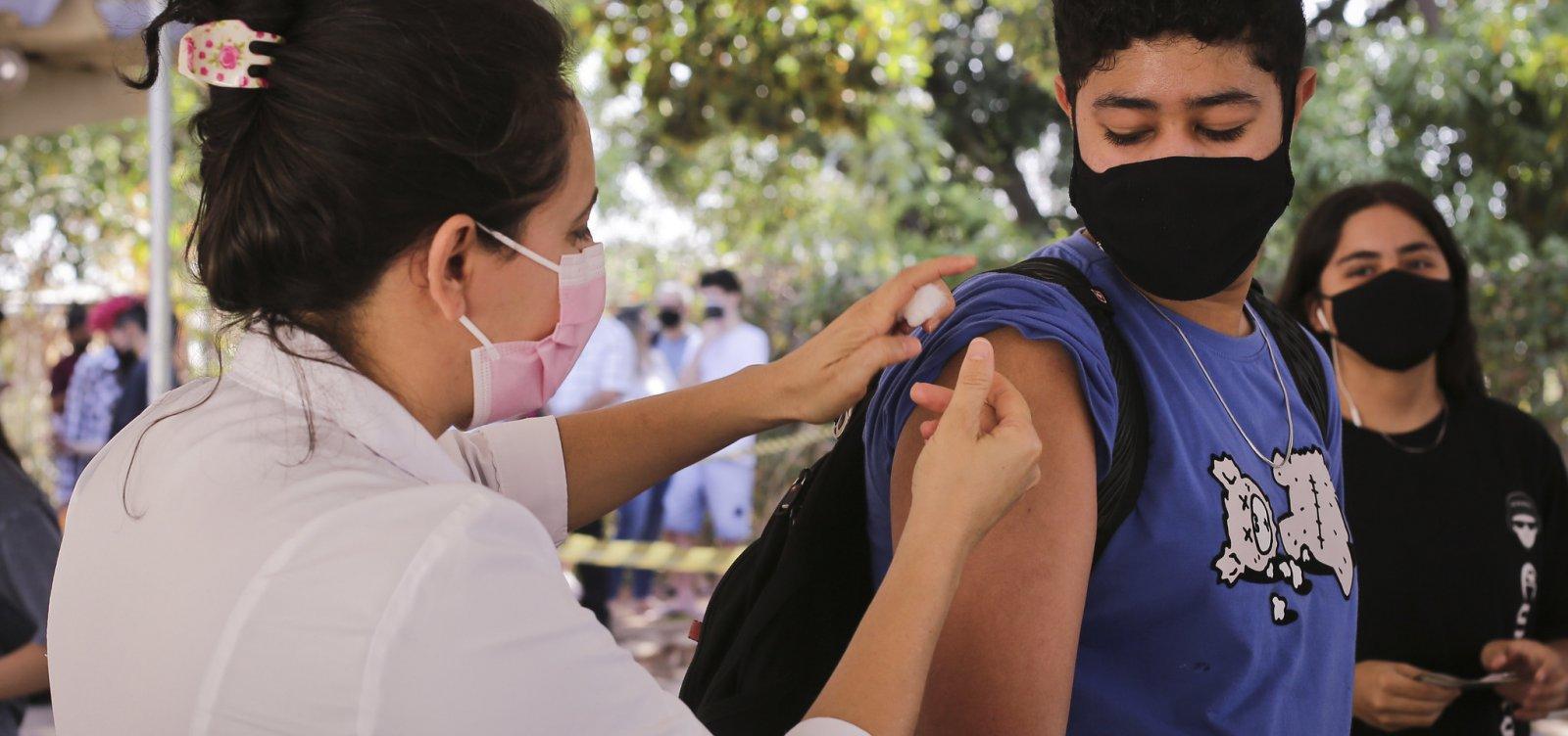 Vacinação contra Covid-19 de adolescentes sem comorbidade segue suspensa em Salvador nesta sexta