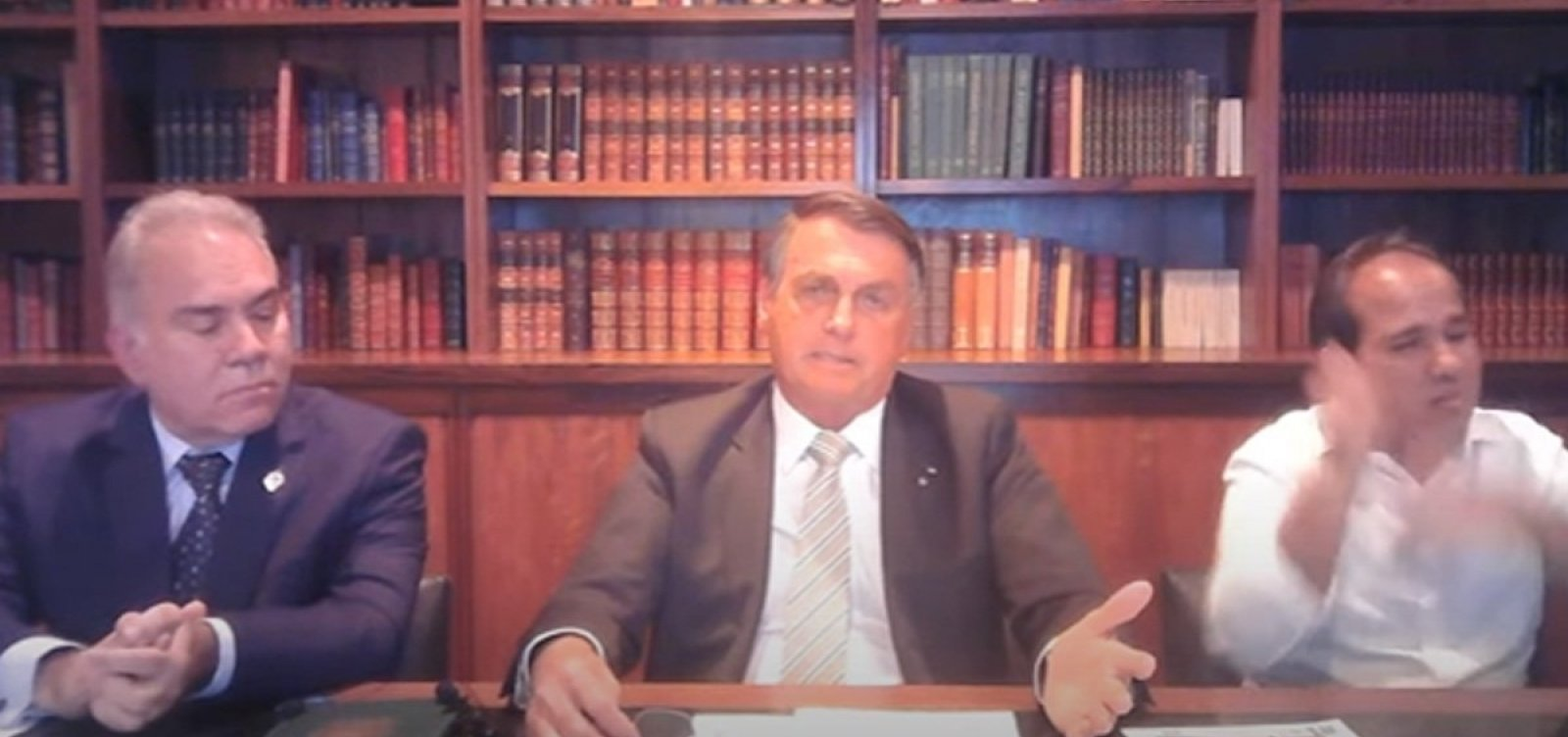 Ministro nega ter recebido ordem de 'Bolsonaro para suspender vacinas em adolescentes