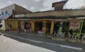 Polícia investiga morte de idosa dentro de bar em Lauro de Freitas