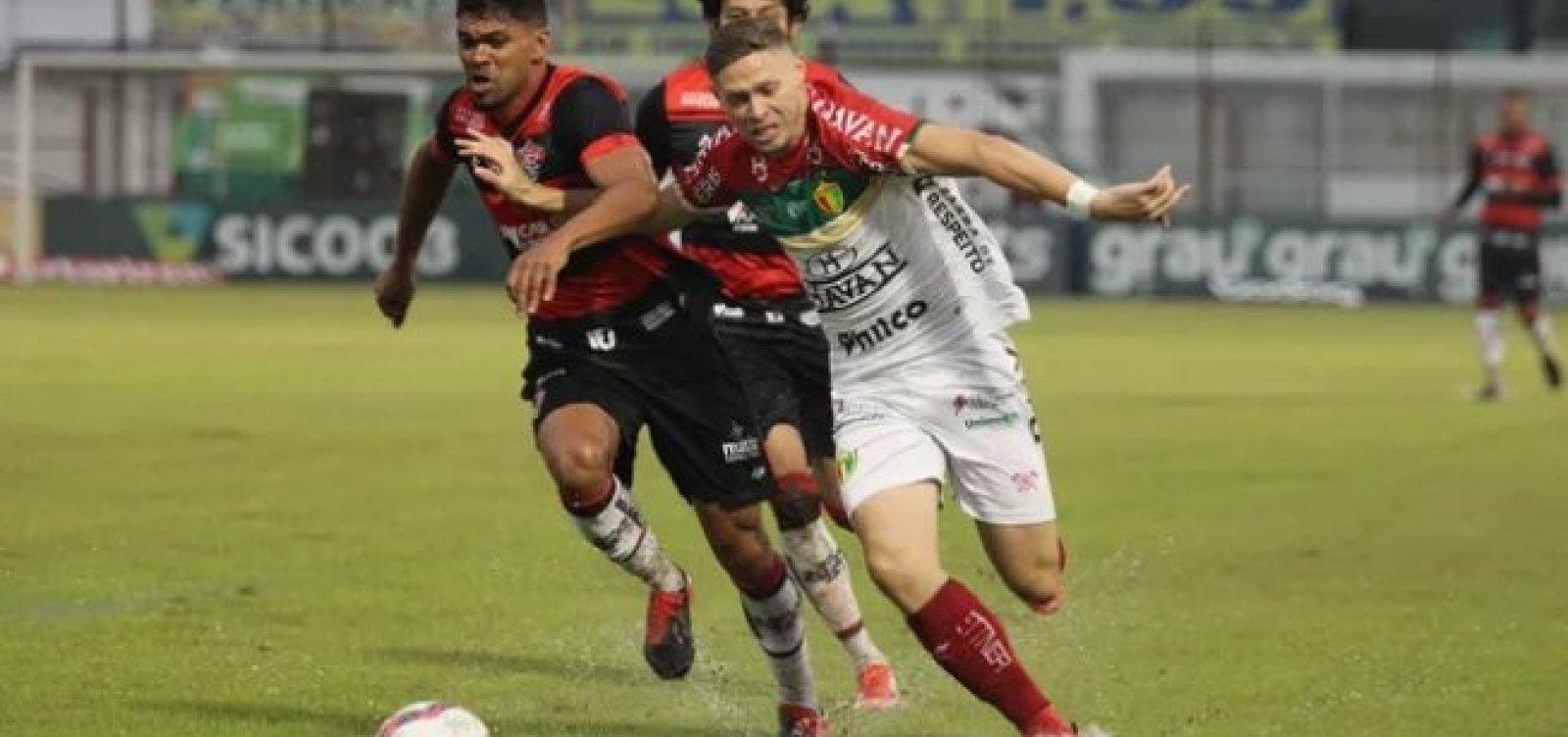 Vitória fica no empate sem gols com o Brusque e continua na zona