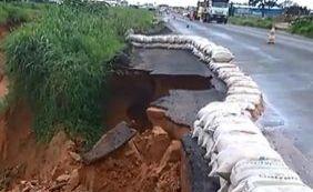 Cratera aumenta na BA-020 após continuidade de chuva na região oeste da Bahia