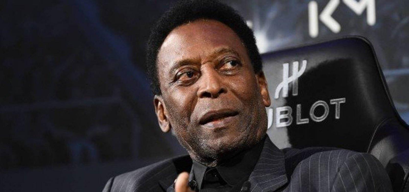 """Filha de Pelé mostra processo de recuperação do pai com fisioterapia: """"dois passos pra frente"""""""
