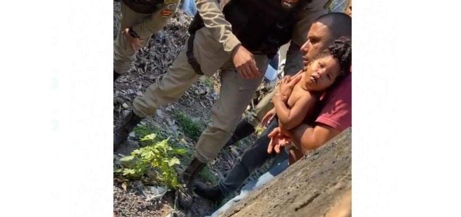 Policiais salvam criança que havia se engasgado com moeda em Fazenda Grande II; veja vídeo