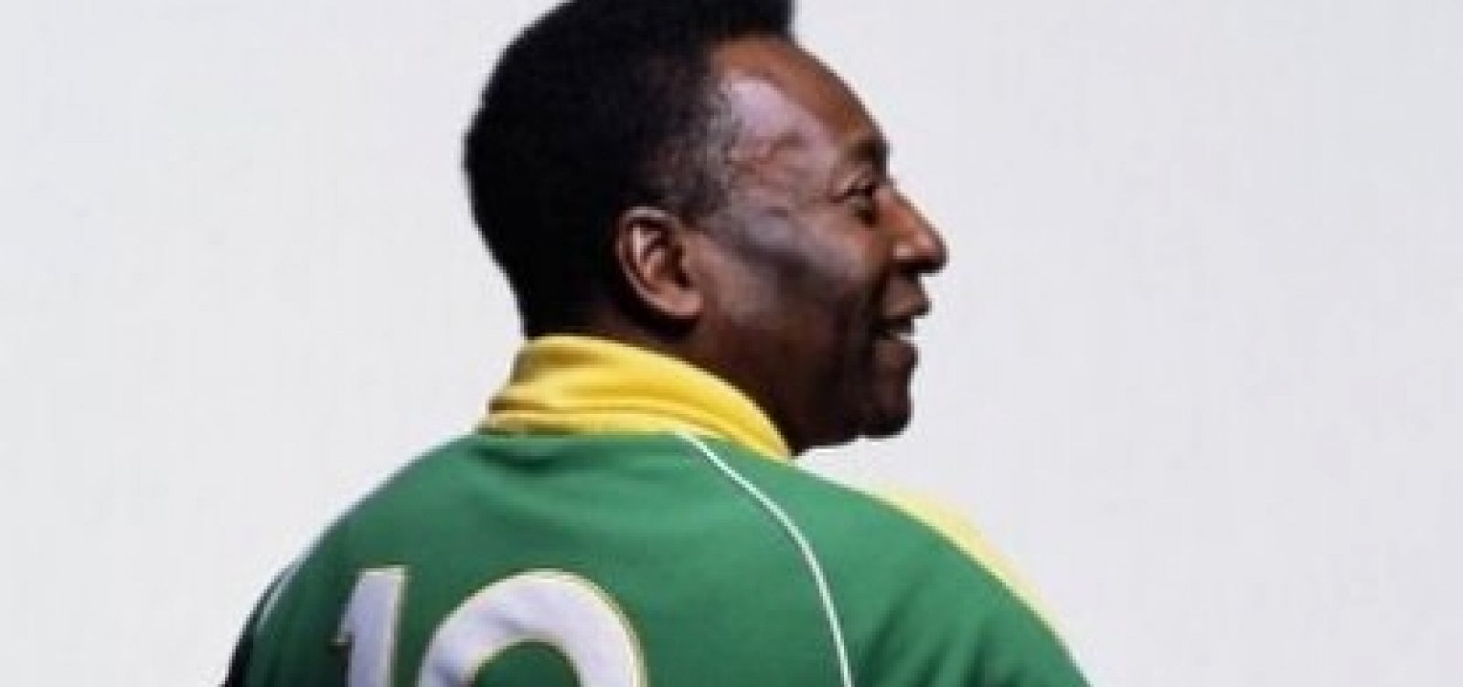 Pelé posta vídeo em fisioterapia e diz estar alegre com recuperação