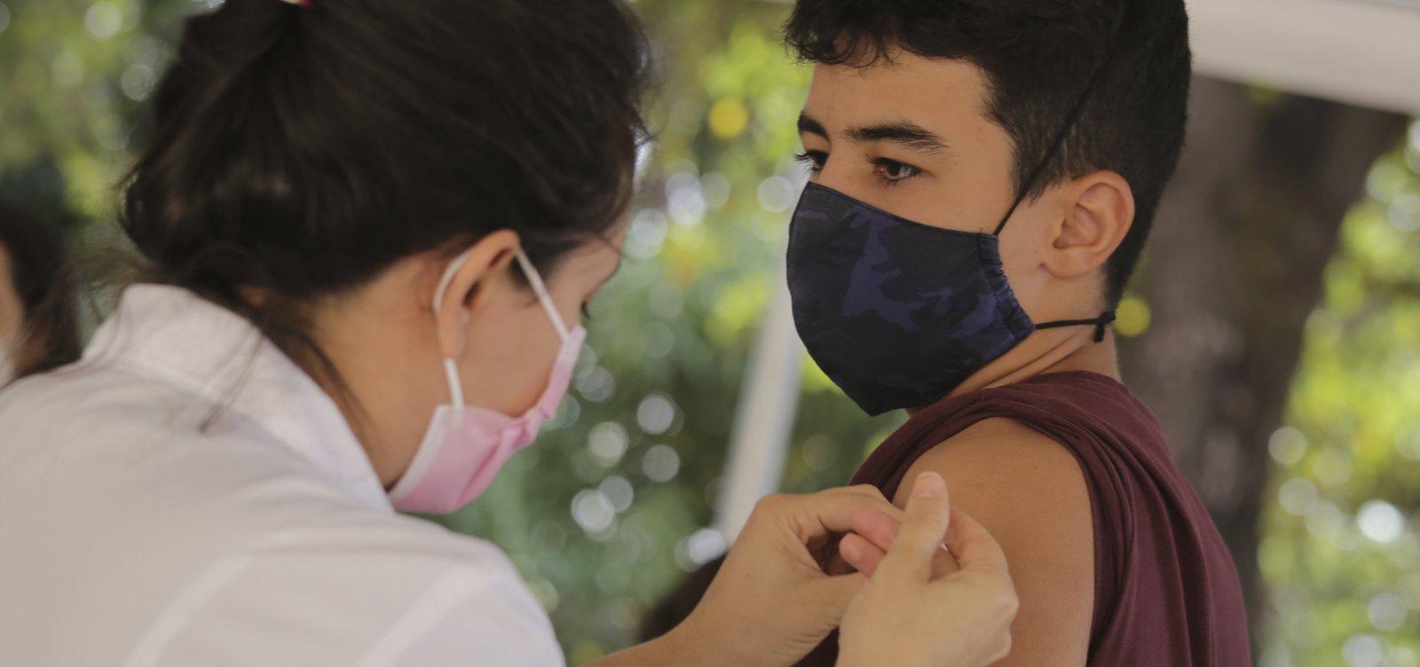 Salvador inicia aplicação da 1ª dose para jovens com 12 anos nesta quarta
