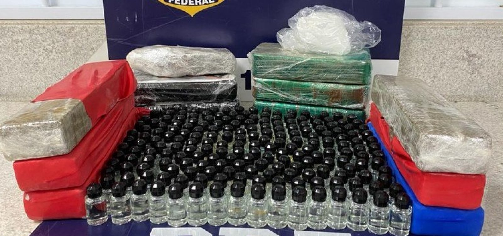 Mulher é presa transportando maconha, cocaína e lança-perfume em ônibus em Conquista