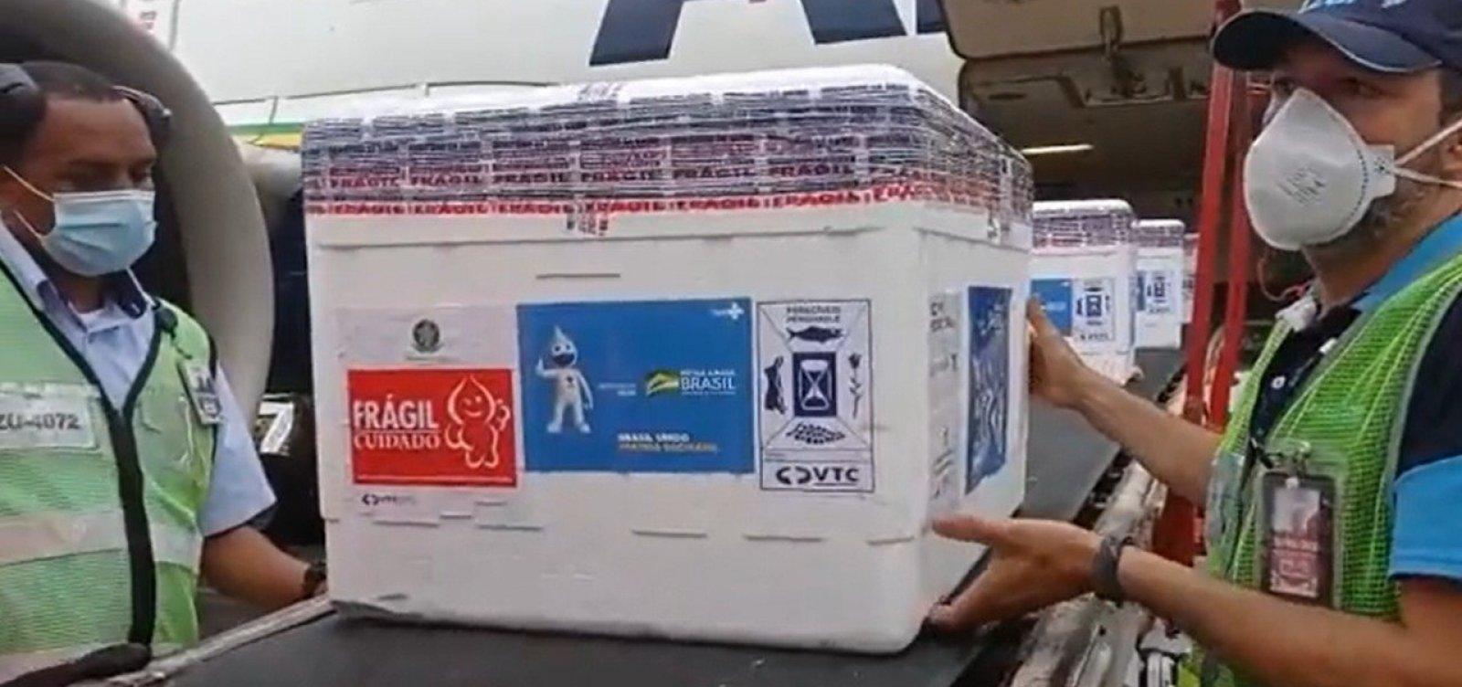 Bahia recebe 65 mil doses de vacina contra Covid-19 nesta sexta