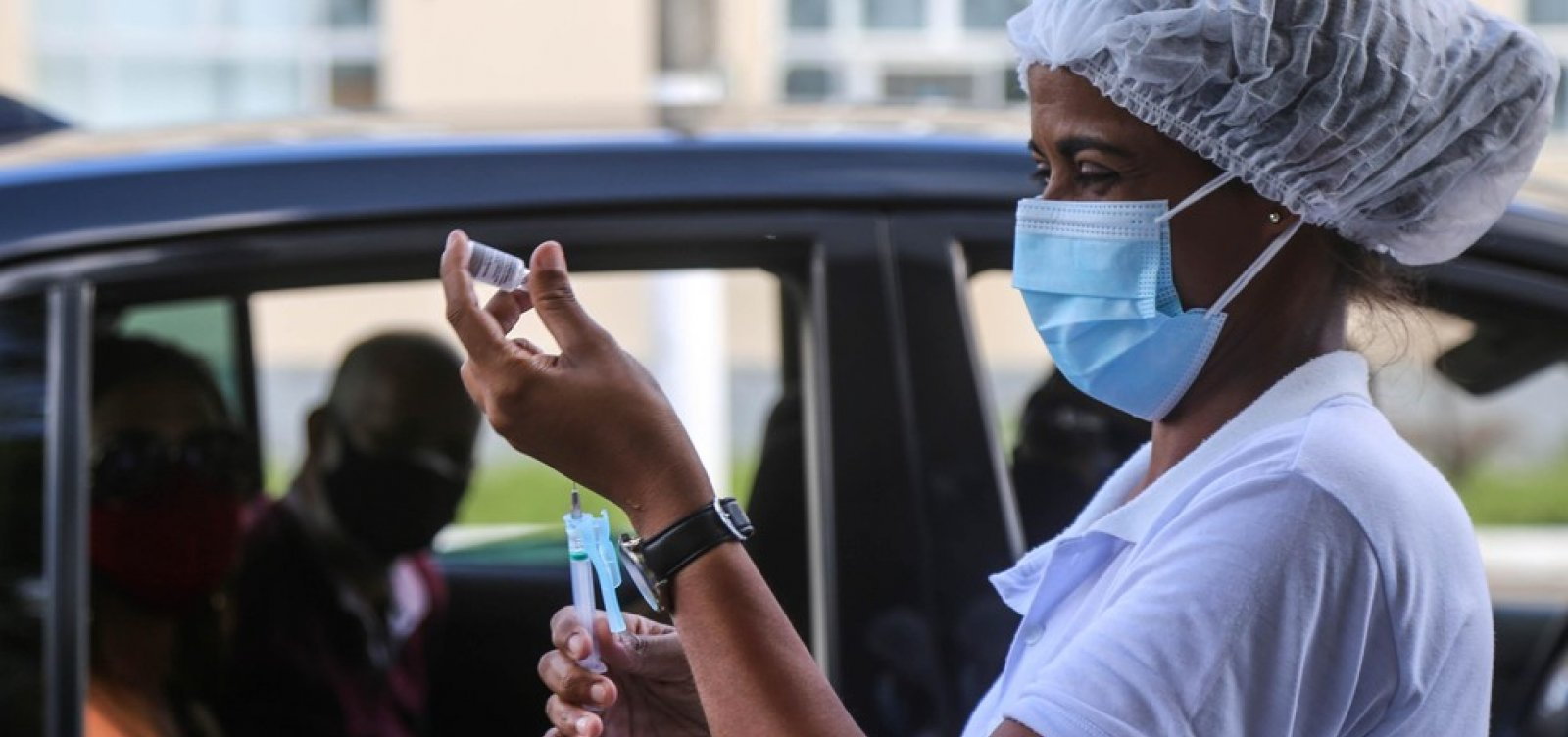 Vacinação contra Covid em Salvador está suspensa neste domingo