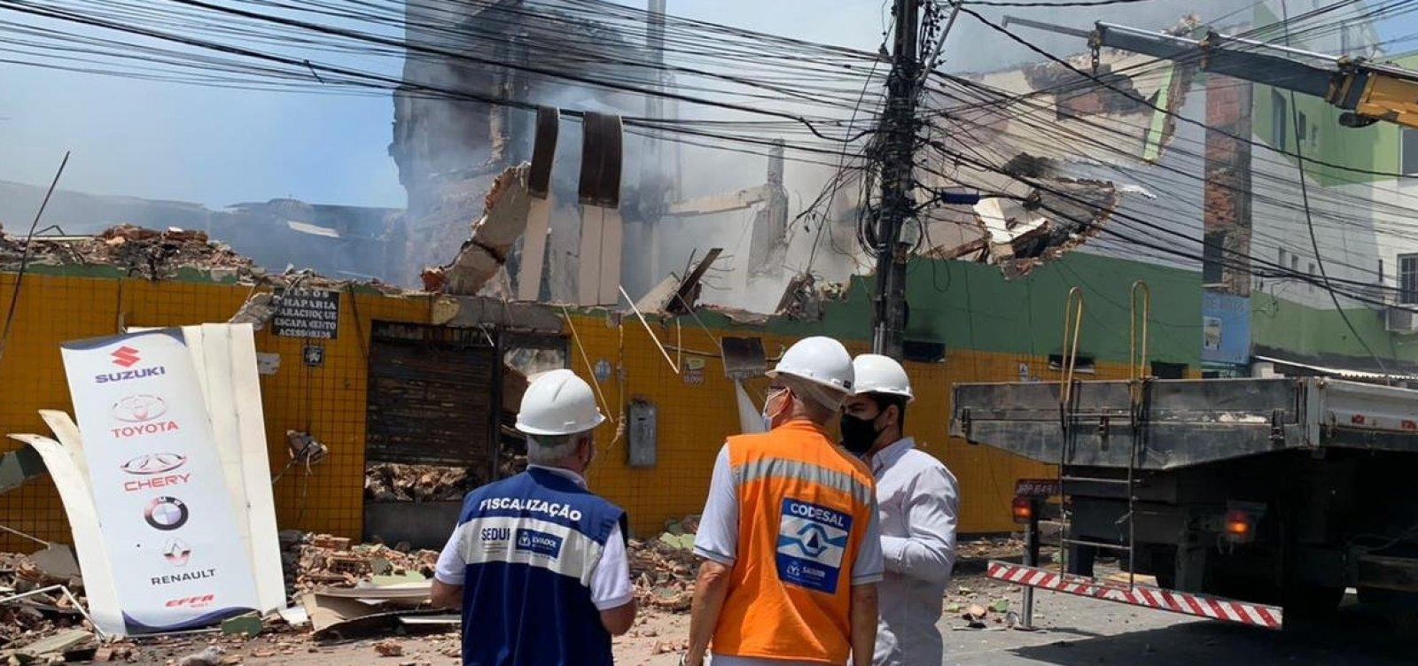 Prédio que abrigava loja incendiada na Vasco da Gama é demolido