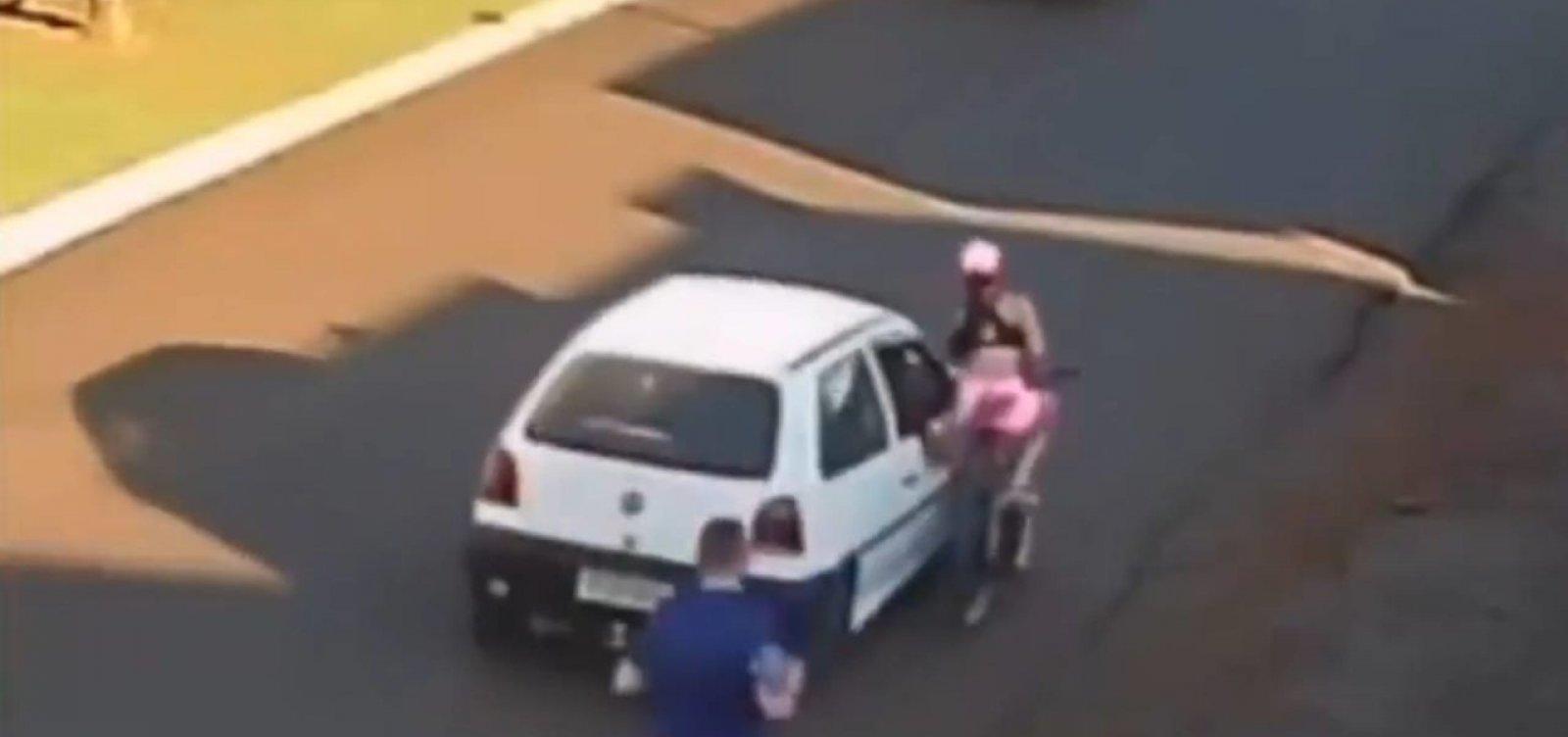 Ciclista é assediada e se machuca após motorista passar a mão em seu corpo