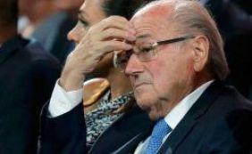 Blatter foi banido do futebol, mas ainda assim recebe salários normalmente