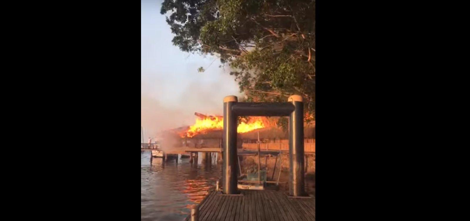 Hotel de luxo em Porto Seguro é destruído pelas chamas; veja vídeo