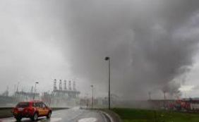 Idosa morre após inalar fumaça tóxica de incêndio no Guarujá