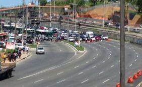 Finalizada manifestação na Av. Paralela; trânsito ainda é intenso