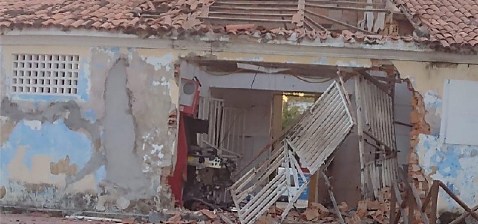 Bandidos explodem caixa eletrônico no Mercado Municipal de Itaparica