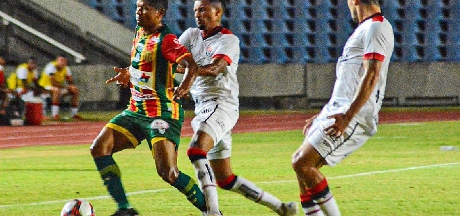 Vitória vence após sete partidas em jejum, com gol de Eduardo