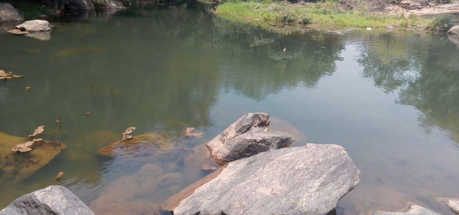 Jovem morre afogado ao tentar recuperar celular que caiu em rio na Bahia