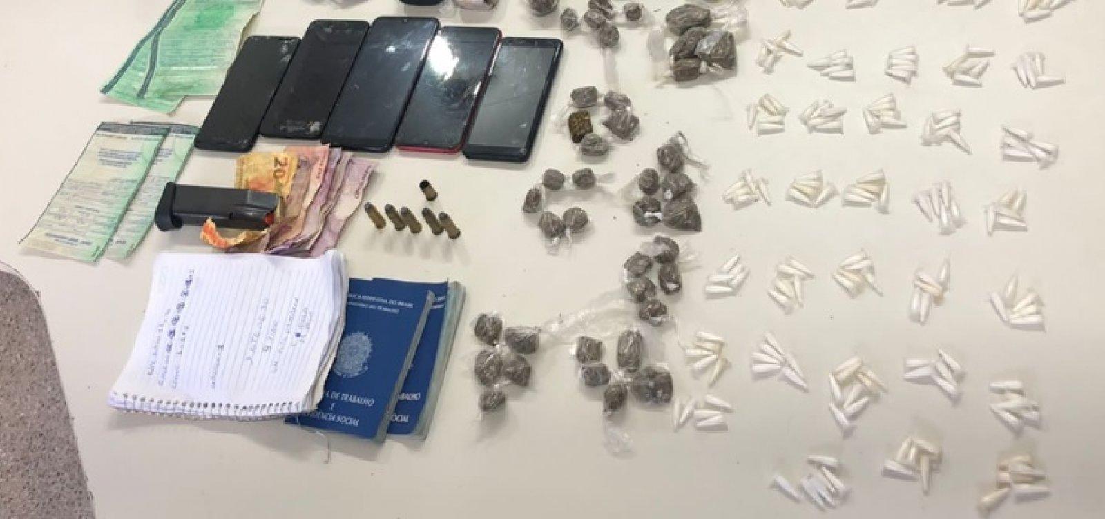 Suspeito de tráfico é preso com arma e 200 porções de cocaína em Simões Filho