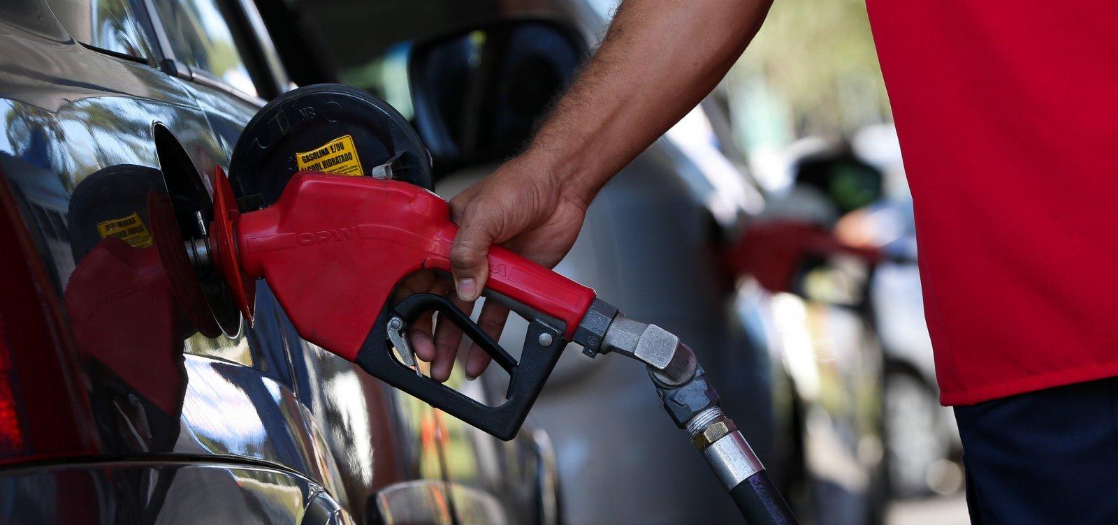 Preço da gasolina deve cair 8% após mudança na cobrança do ICMS, estima Arthur Lira