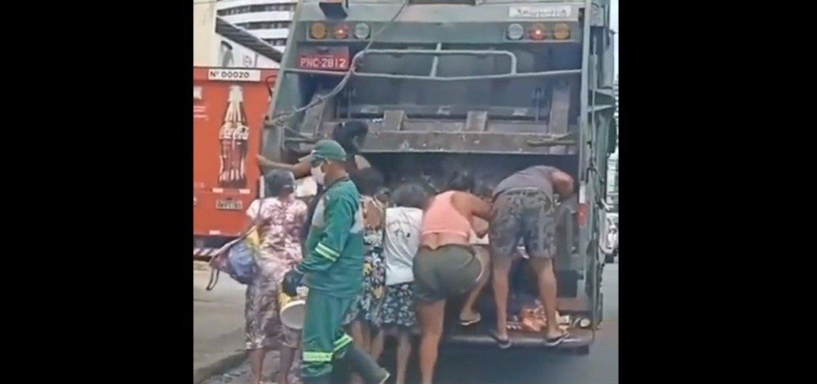 Vídeo mostra moradores buscando comida em caminhão de lixo em Fortaleza