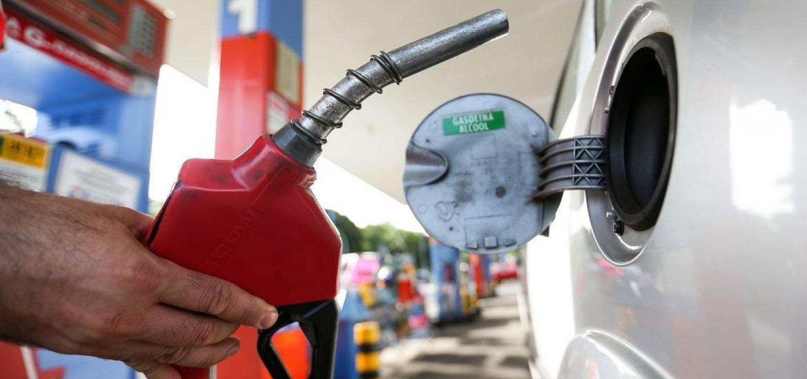Gasolina sobe 3,3% em uma semana e já custa R$ 7 em seis estados