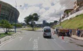 Ambulância derrama óleo em pista no Dique do Tororó; confira o trânsito