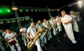 Em manifestação na Barra, membros de orquestras cobram participação no Carnaval