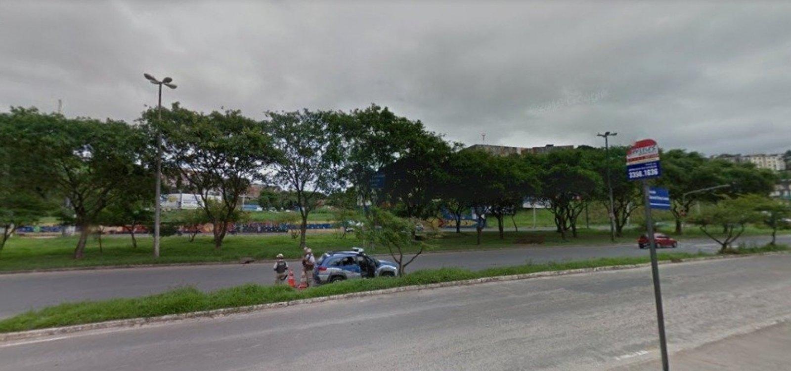 Mulher é morta após ser baleada por motorista na Avenida Ogunjá, em Salvador