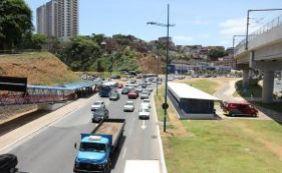 Durante assalto, motorista arrasta ônibus e jovens ficam feridas na Bonocô