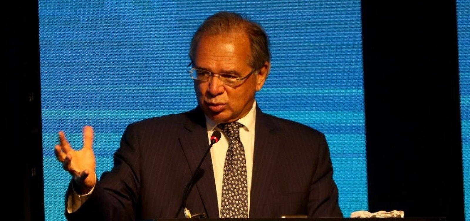 Ministro diz que governo usará R$ 30 bi fora do teto para financiar Auxílio Brasil