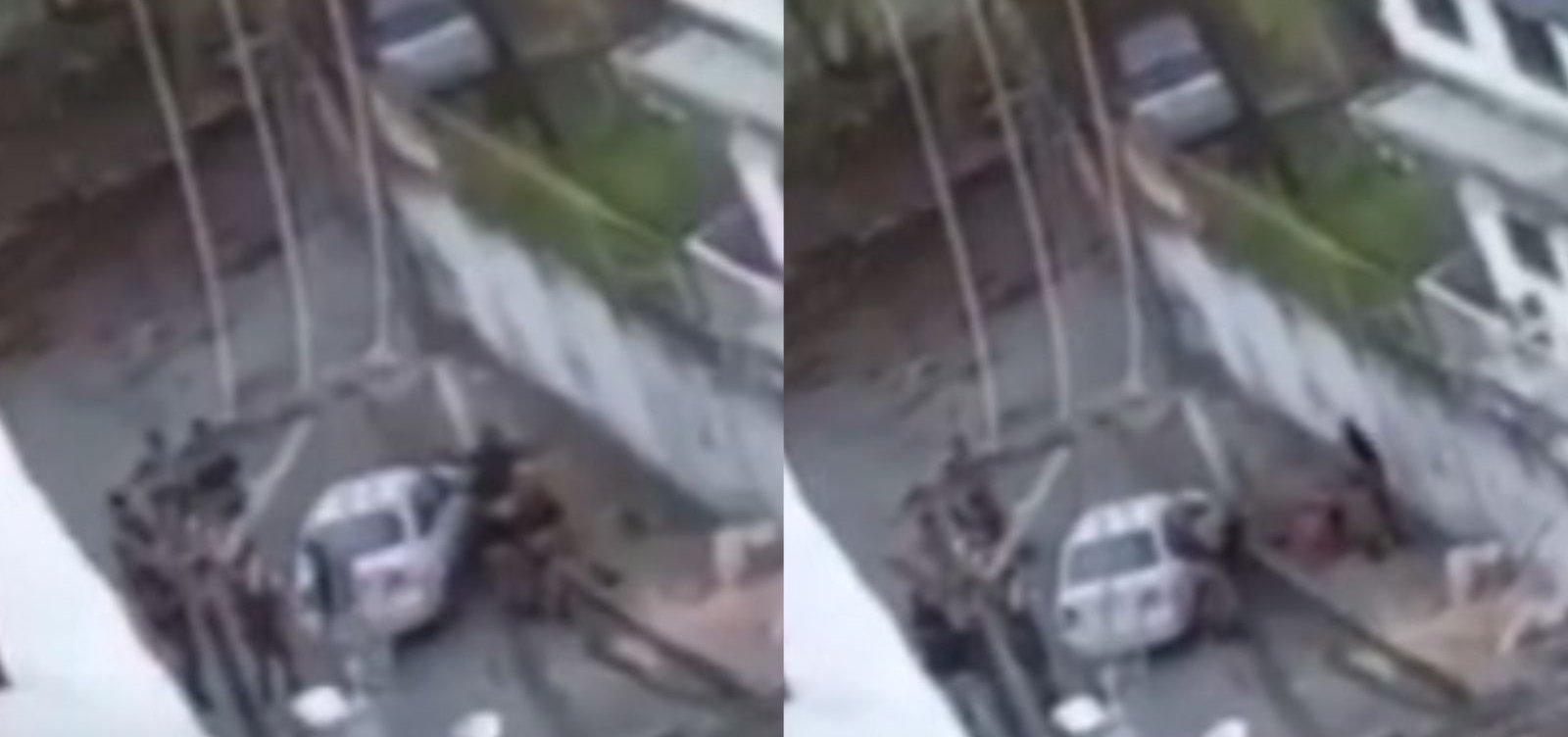 Vídeo mostra policiais da Rondesp executando homem rendido; PM diz que reagiu a ataques