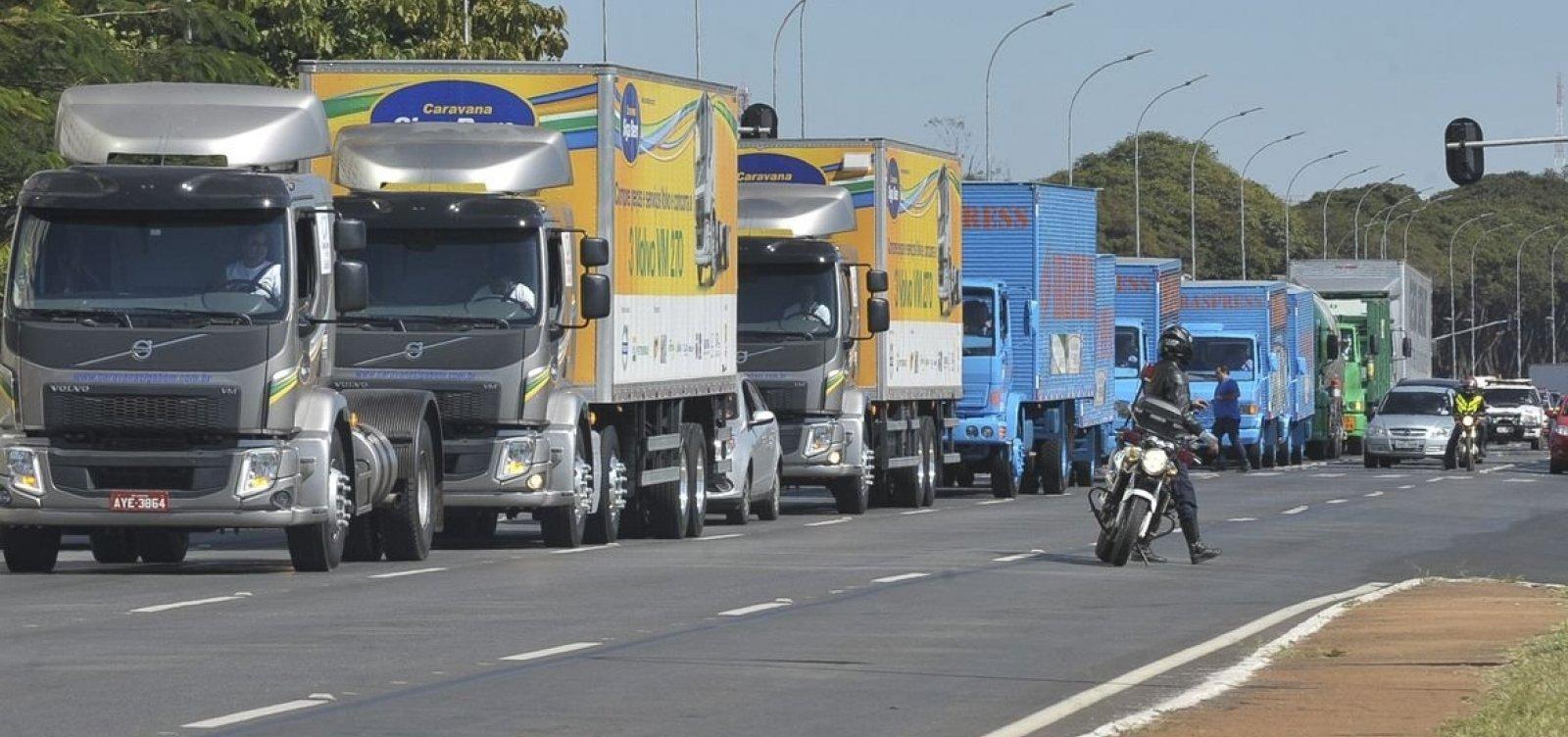 Após ameaça de paralisação, Bolsonaro fala em auxílio para 750 mil caminhoneiros