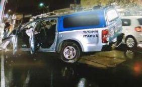Viatura da PM colide com poste durante perseguição em Itapuã