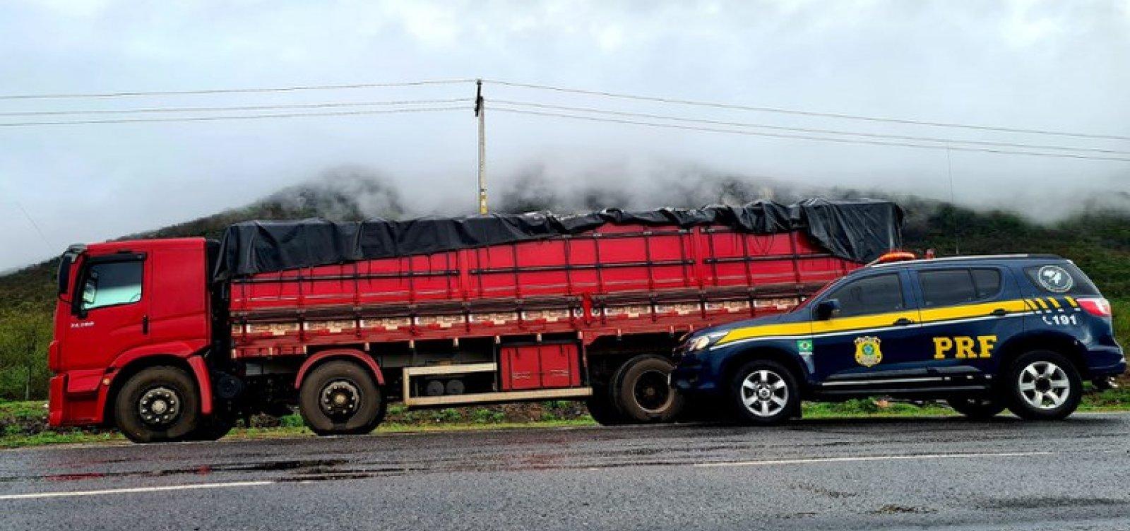 Carga de farinha com 25 toneladas é apreendida por sonegação fiscal