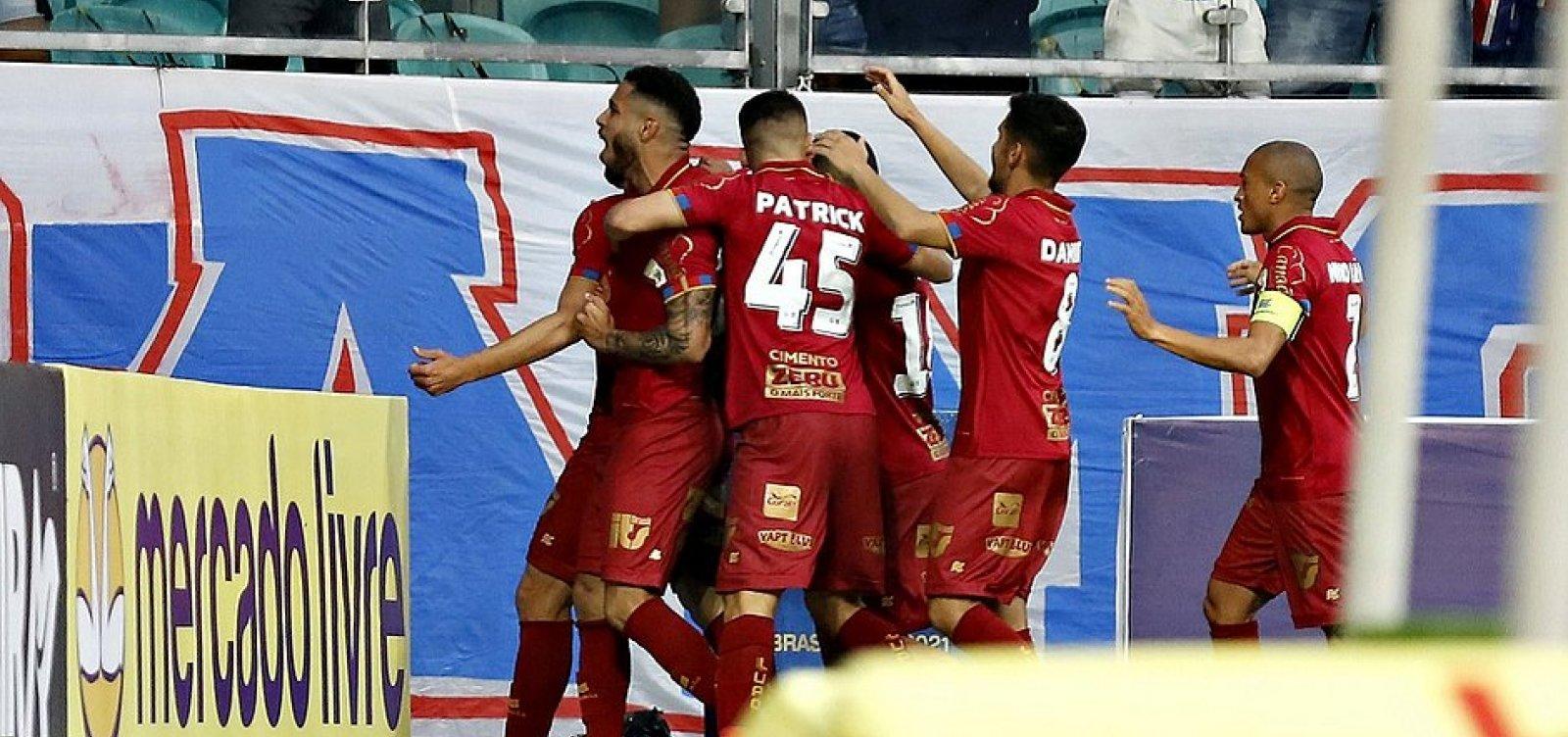 Com gol no primeiro minuto de jogo, Bahia vence Chapecoense