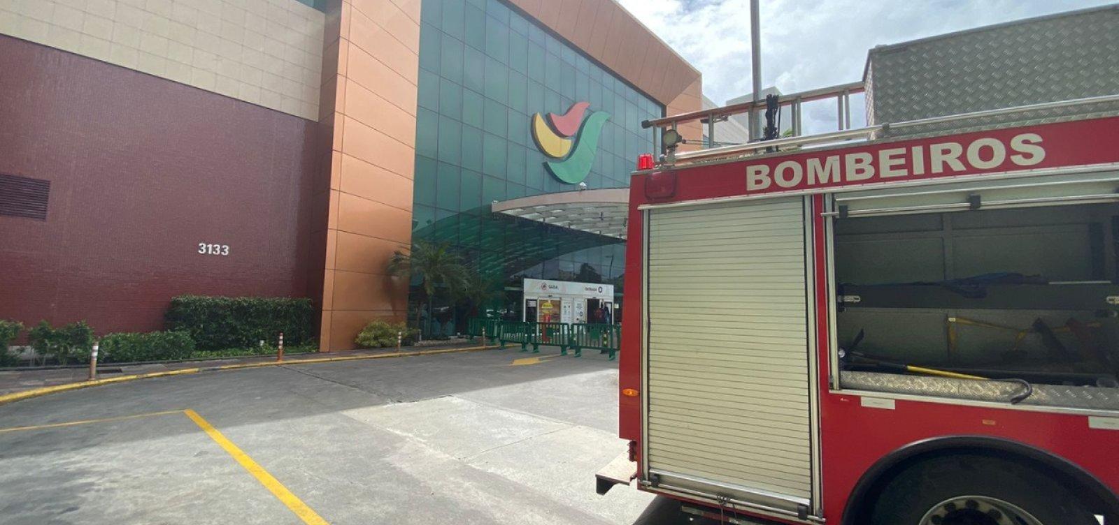 Sem feridos, bombeiros investigam causa de incêndio em restaurante no Salvador Shopping