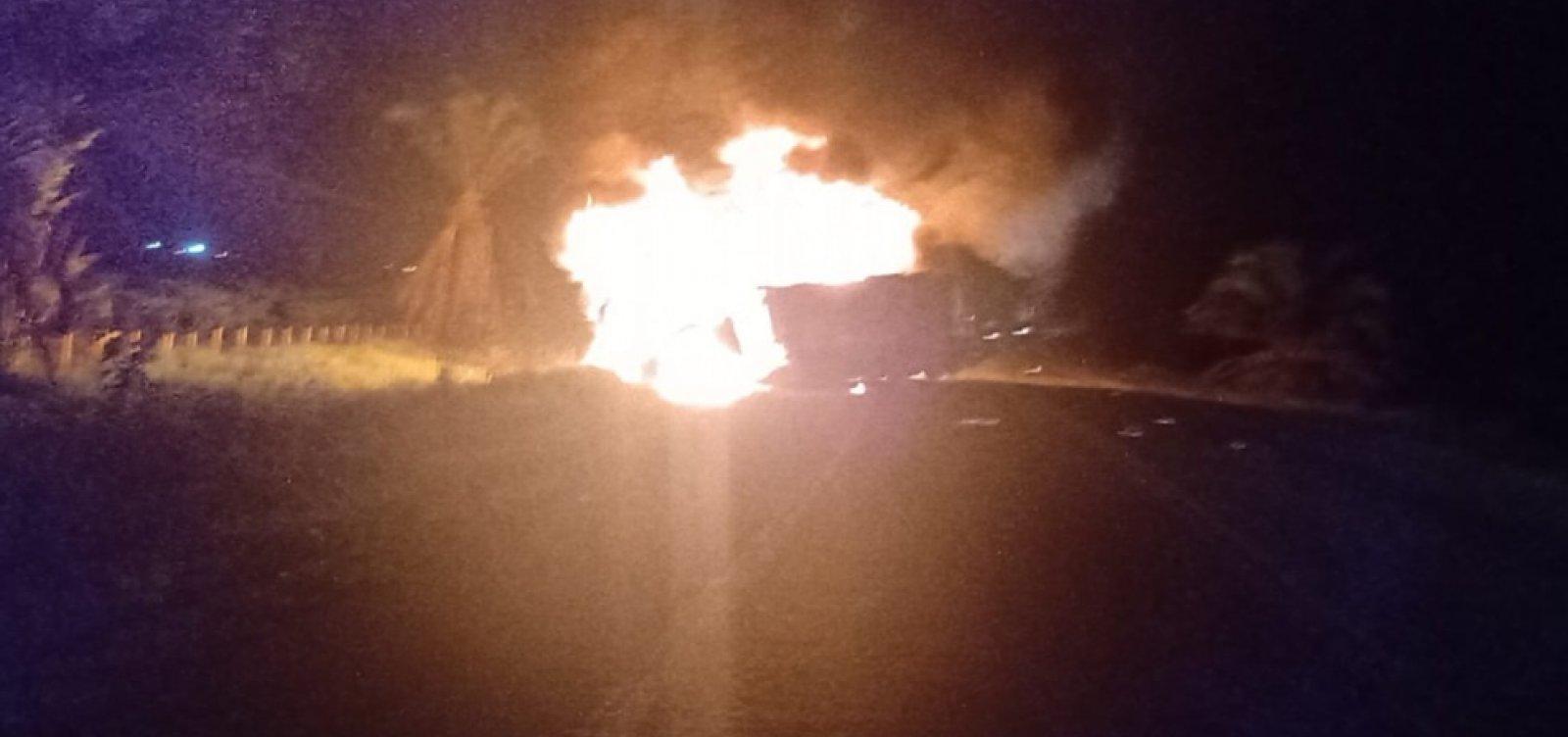 Batida entre caminhões deixa cinco mortos em Porto Seguro