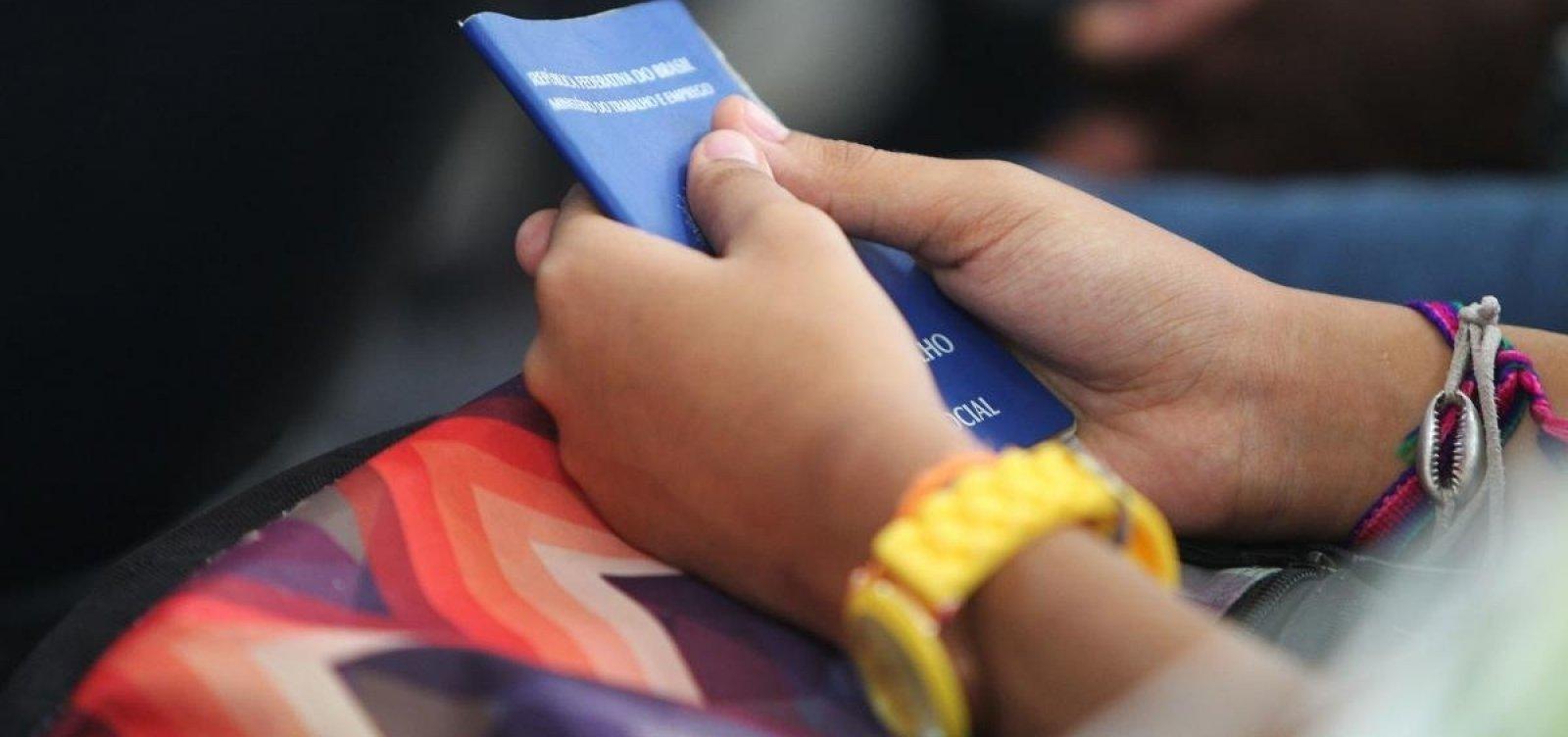 Desemprego no país cai a 13,2% no trimestre até agosto, aponta IBGE