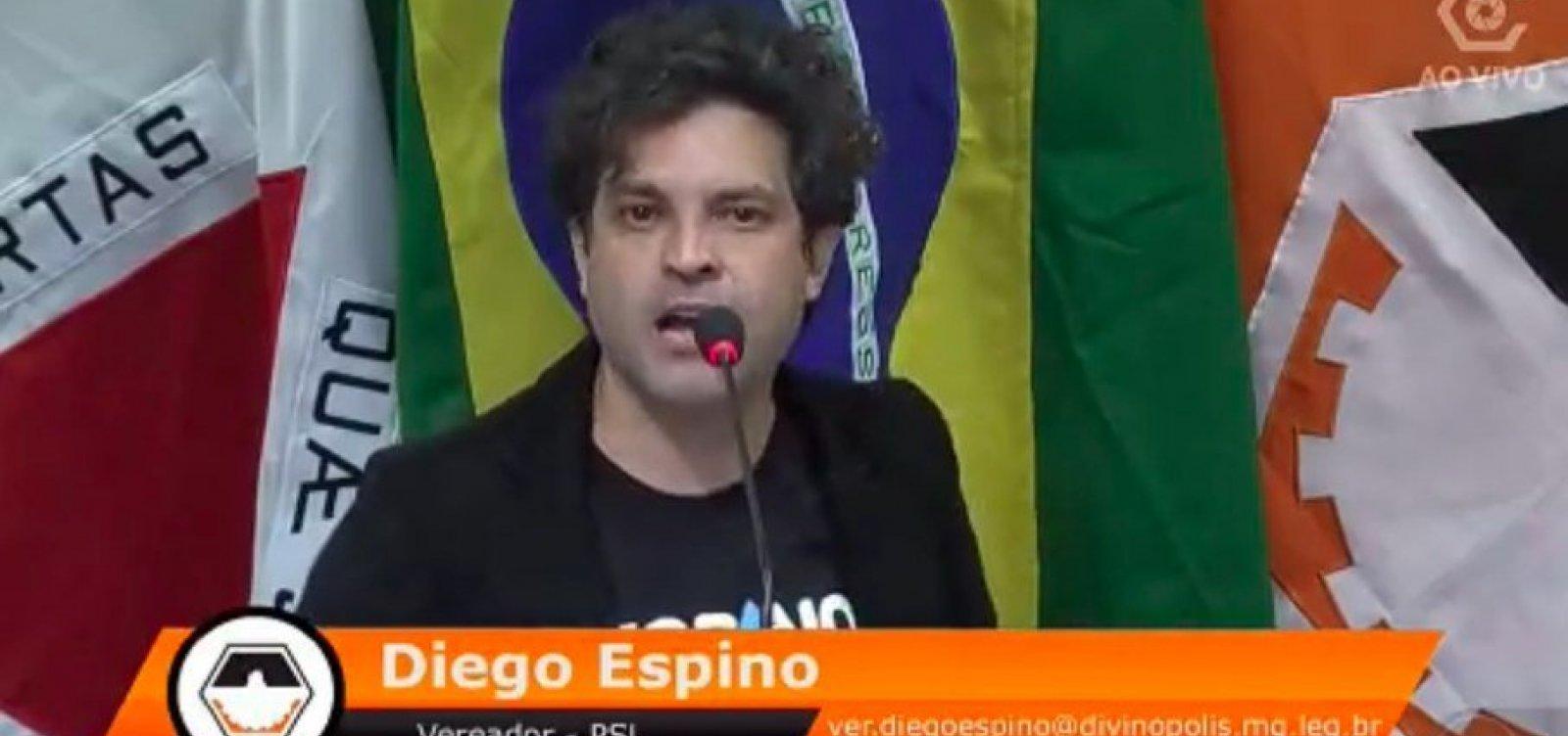 Vereador do PSL defende identidade de gênero e desmaia na Câmara após ser alvo de fake news