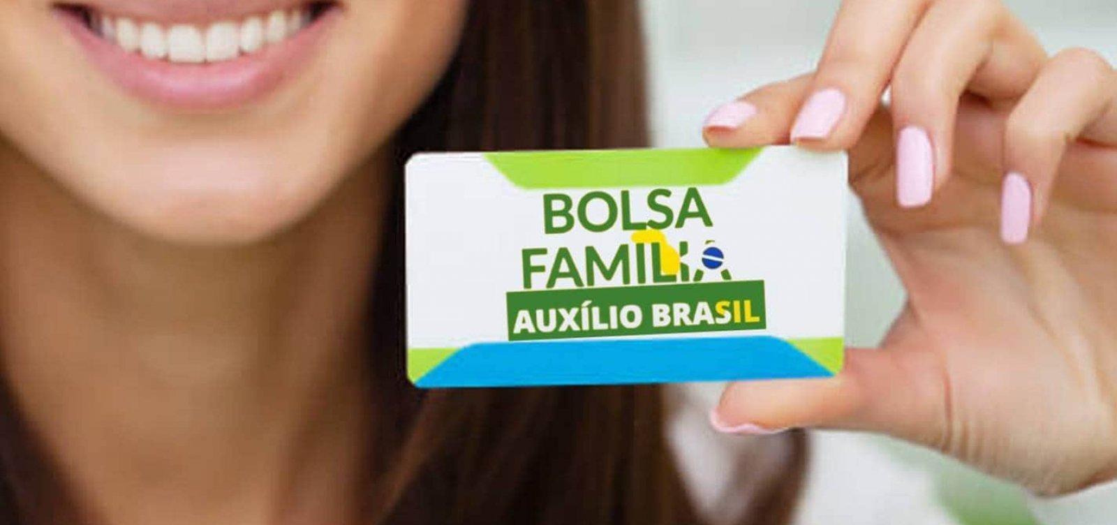 Governo anuncia Auxilio Brasil já em novembro