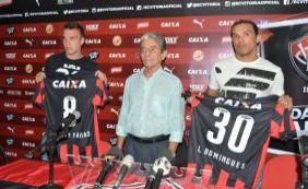 Com numeração fixa, Vitória apresenta Leandro Domingues e William Farias
