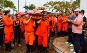 Bombeiro que morreu durante resgate é sepultado em Feira de Santana