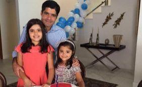 """Prefeito recebe surpresa de aniversário das filhas: """"São meu maior presente"""""""
