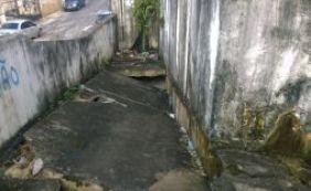 Você Repórter: Leitor relata risco de queda de muro em mercado de Pernambués