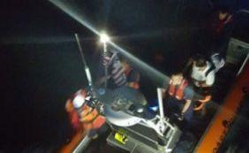 Guarda costeira americana resgata 13 brasileiros após iate afundar na Flórida