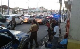 Acidente deixa duas pessoas feridas e trânsito complicado no Rio Vermelho