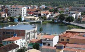 Homem de 25 anos morre após levar choque e cair de telhado em Santaluz