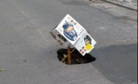 Você Repórter: buraco atrapalha trânsito em rua no bairro do Costa Azul