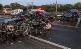 Quatro pessoas morrem após acidente na BR-242